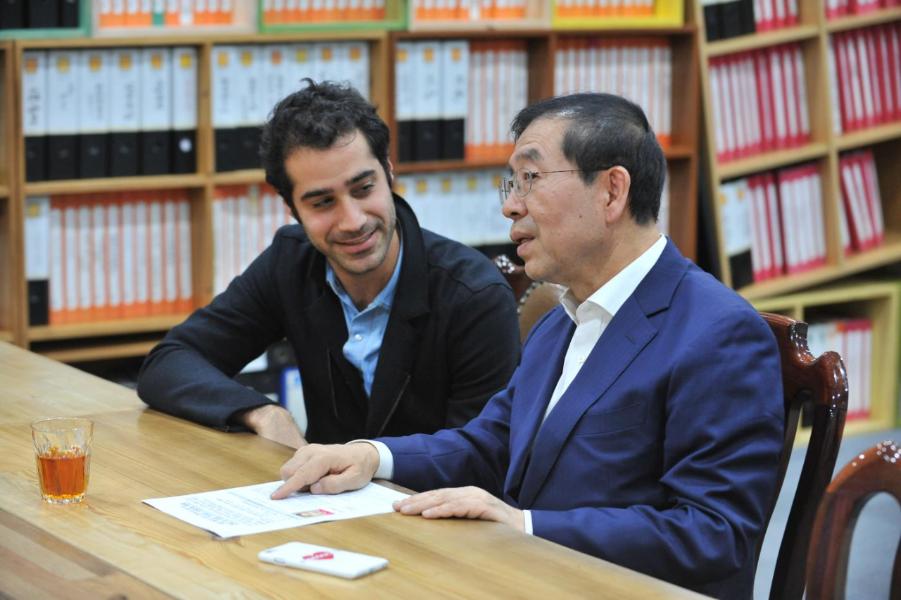 박원순 서울시장과 페리스코프의 CEO인 케이본 베익포어의 실시간 대담현장이 생중계 되었습니다.