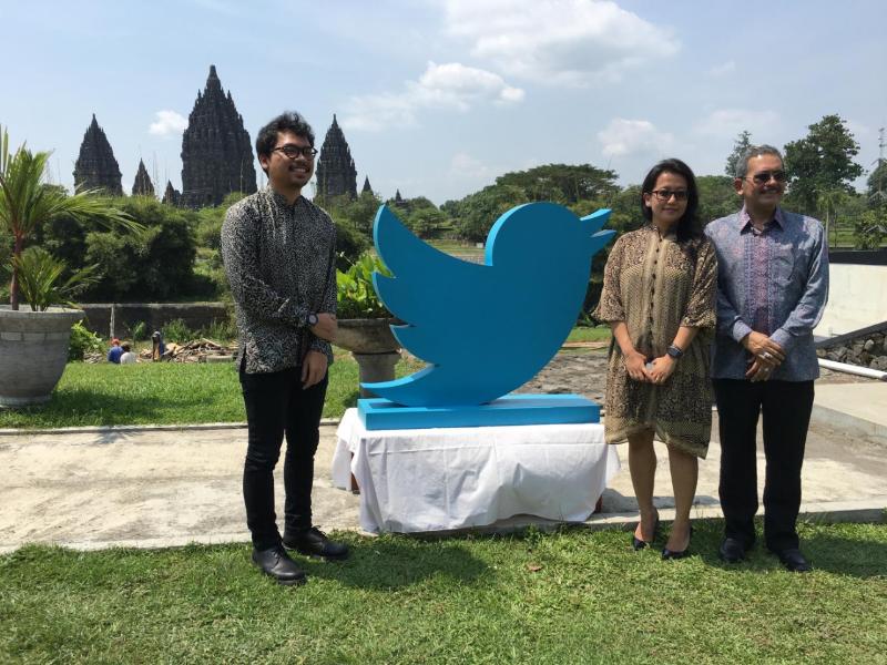 Menampilkan Keindahan Indonesia kepada Dunia melalui @candiborobudur @candiprambanan @kratonjogja