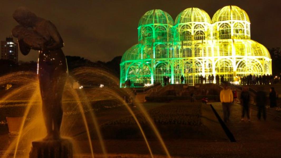 Tweet, vote e ilumine Curitiba com as cores da sua seleção favorita